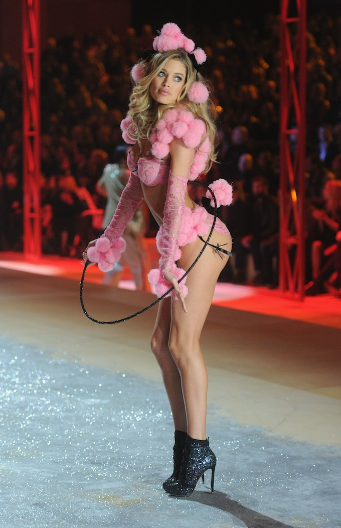 Показ Victoria's Secret 2012 года