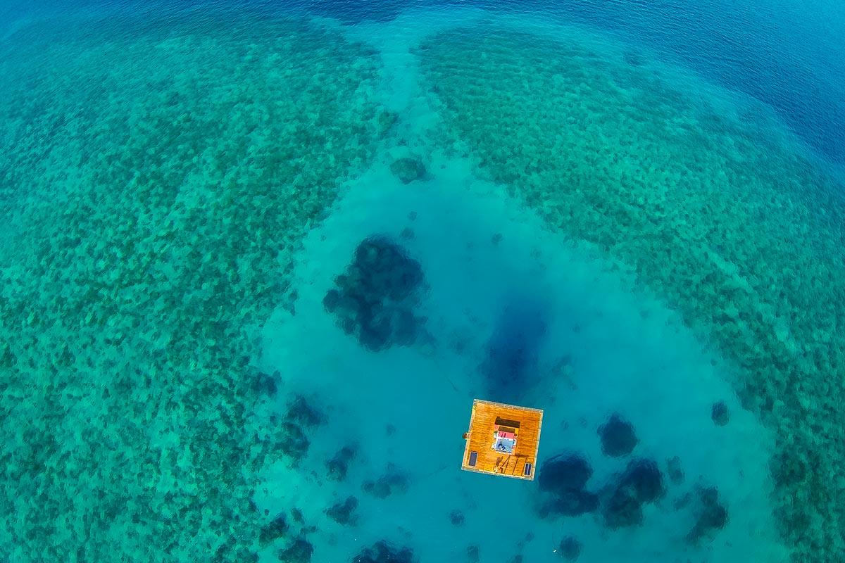 Подводный отель Manta Underwater Room от Genberg